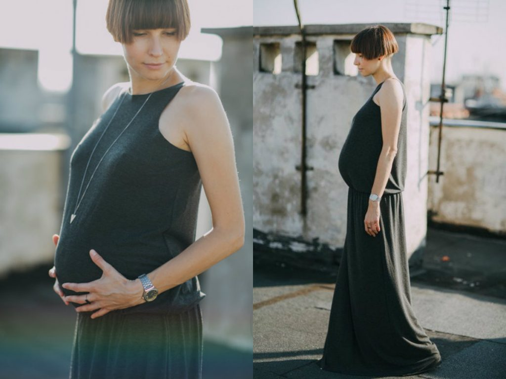 Długa sukienka ciążowa (fot. www.dawanda.pl)