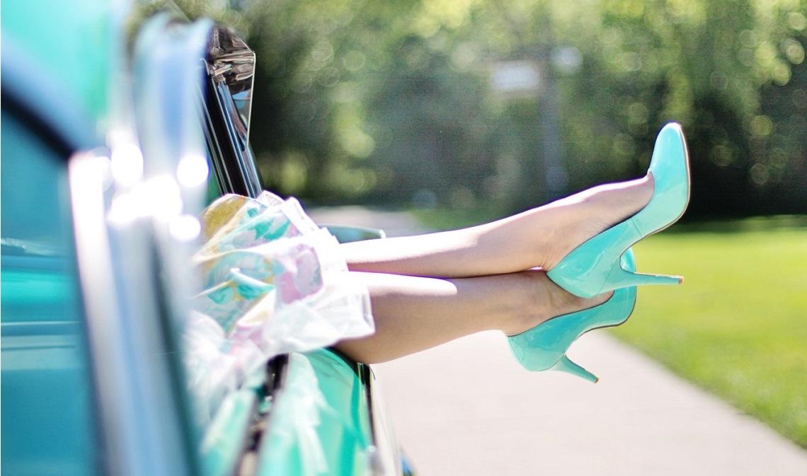 Najmodniejsze kolorowe szpilki na lato (fot. Pixales)