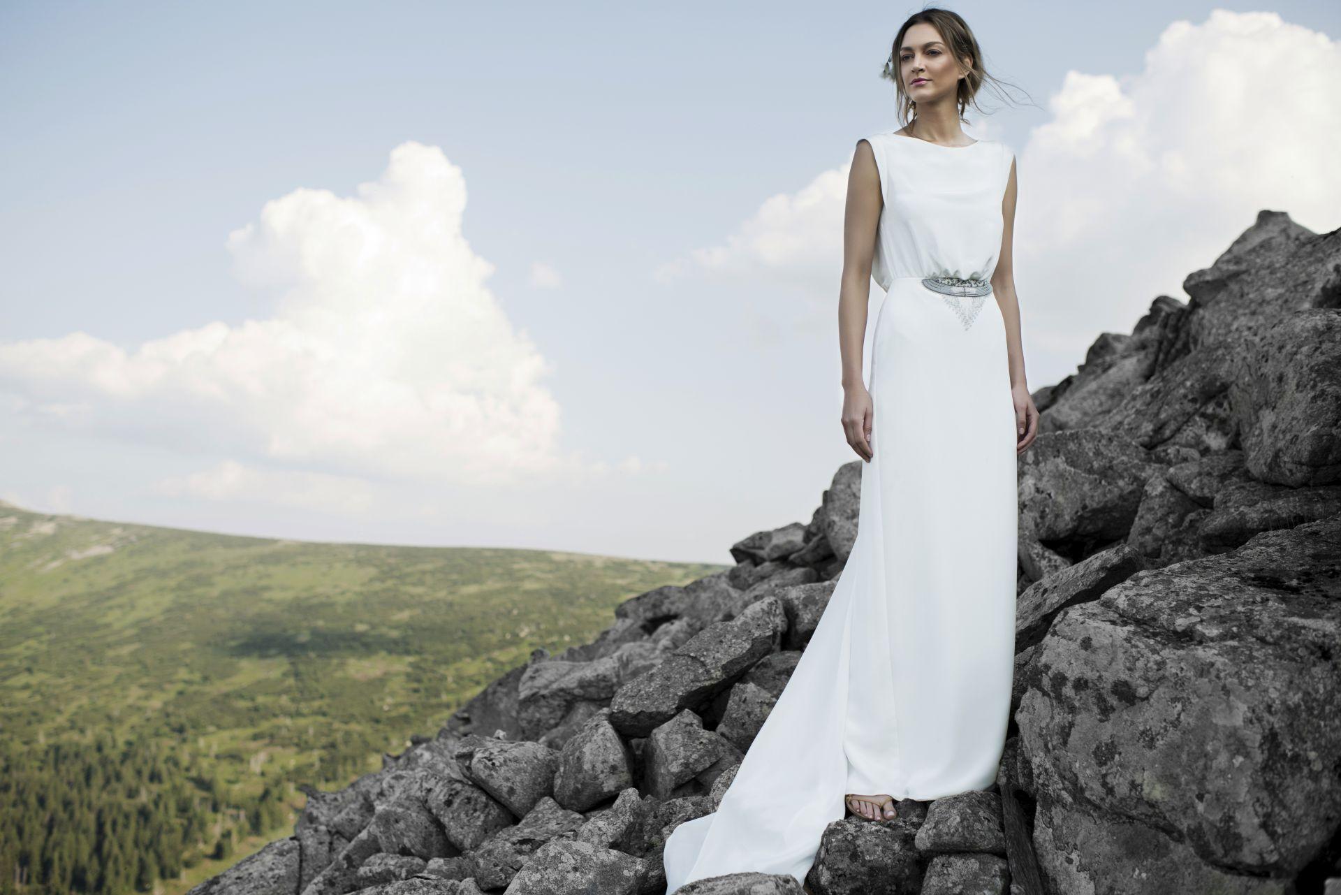 Sukienka ślubna minimalistycznie (www.annakara.com)