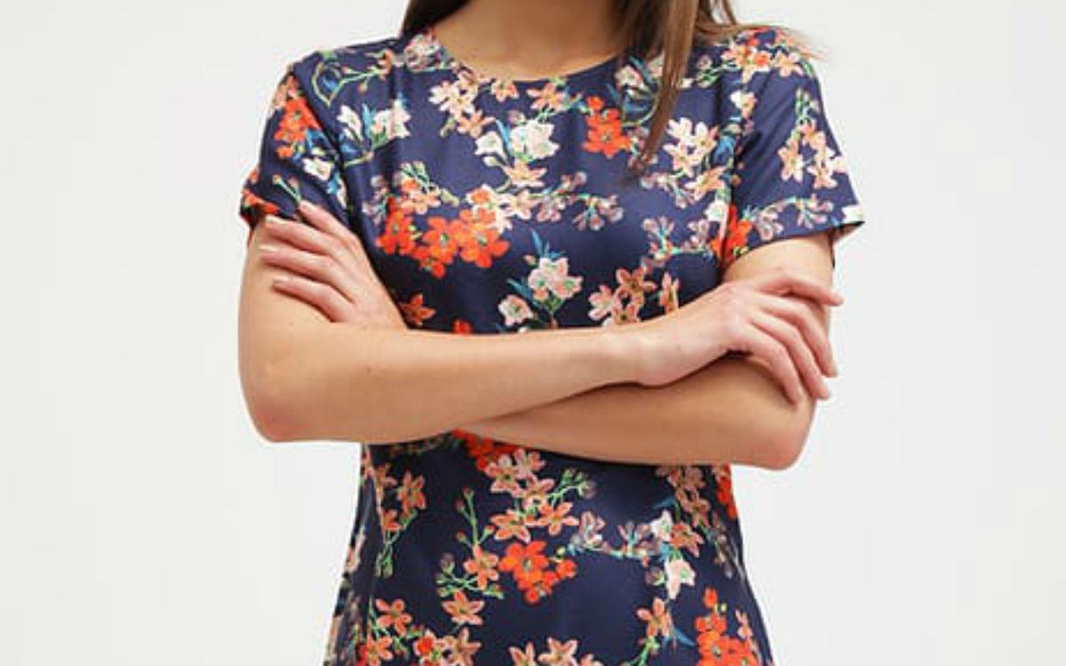 Dodatki do sukienki w kwiaty – jakie wybrać?