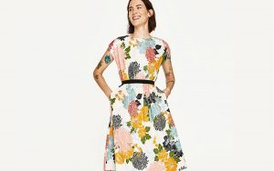 Rozkloszowana sukienka (fot. zara.com)