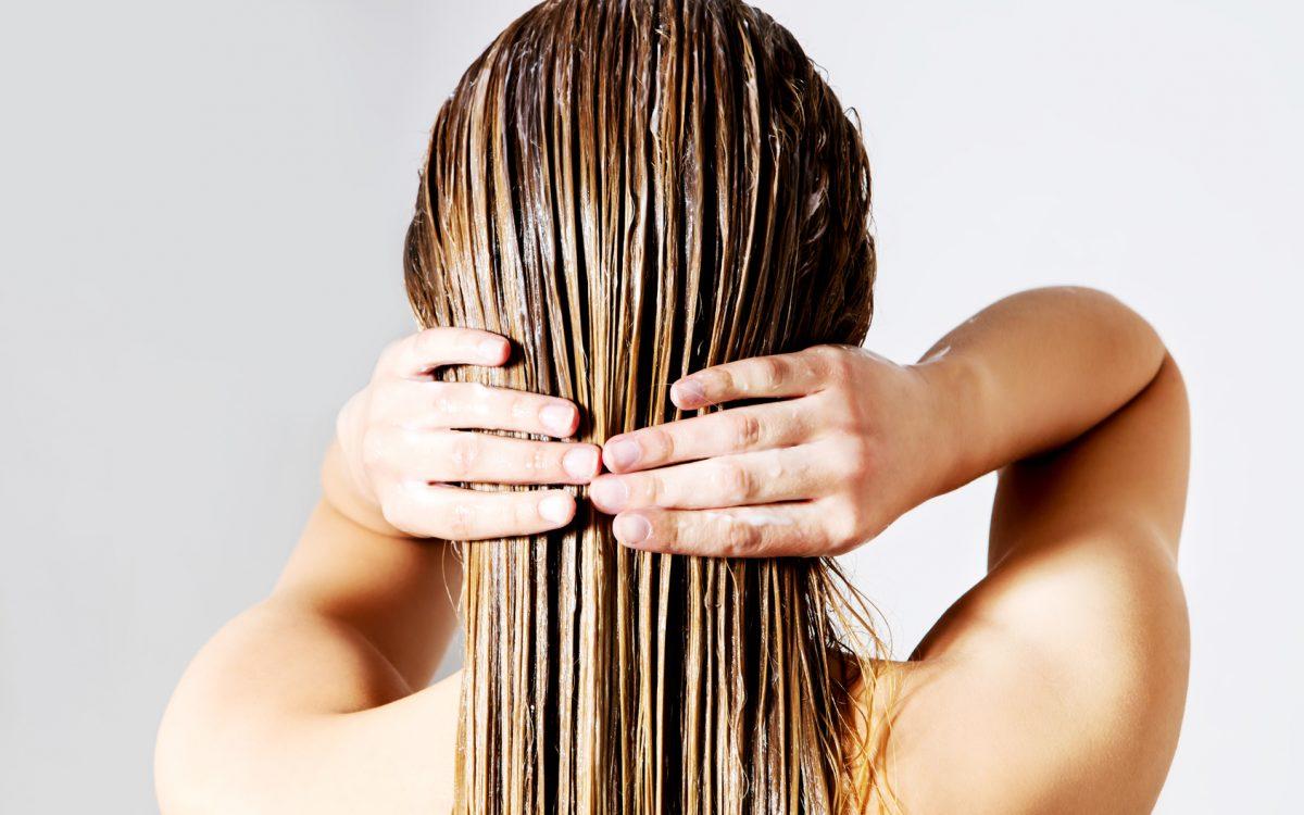 Puszące się włosy? Wypróbuj ten sposób!