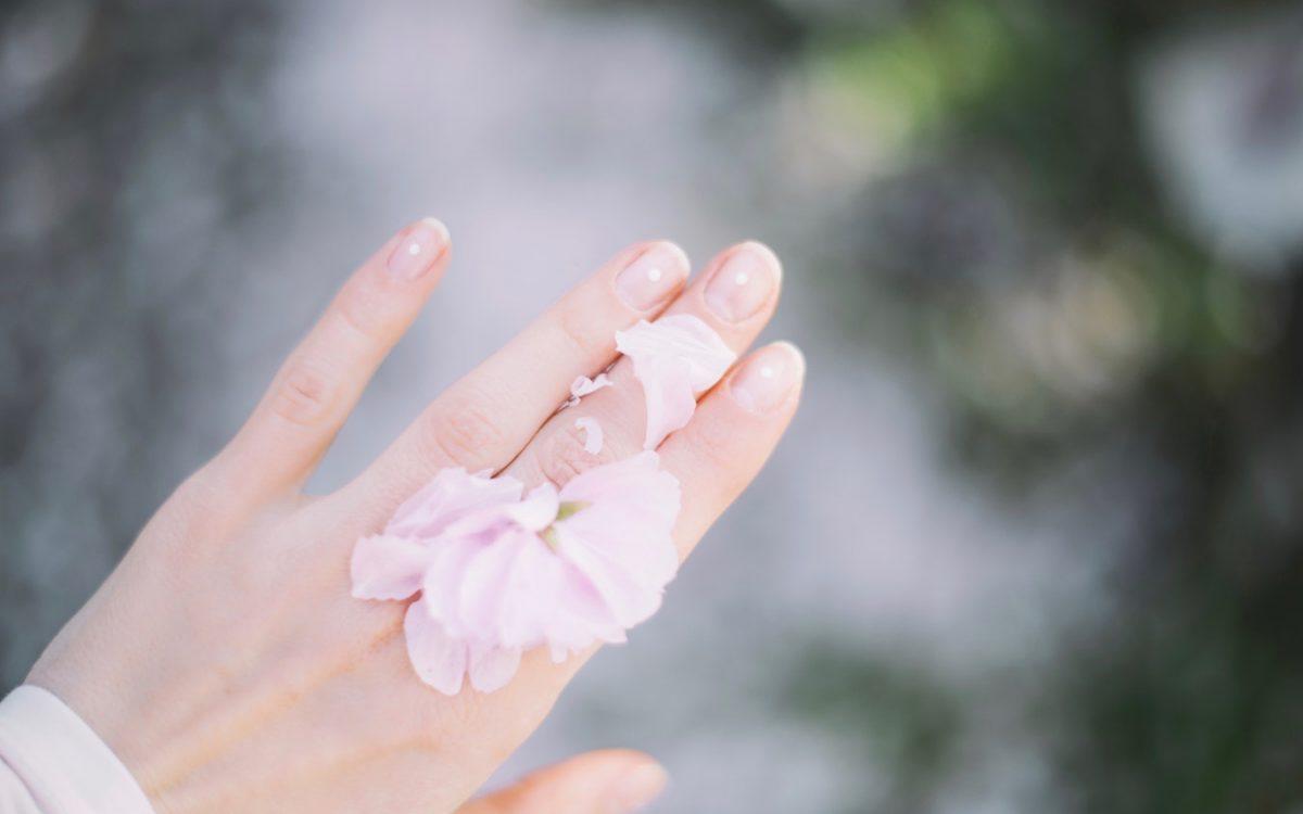 Najlepsza odżywka do paznokci: top 5 kosmetyków z drogerii