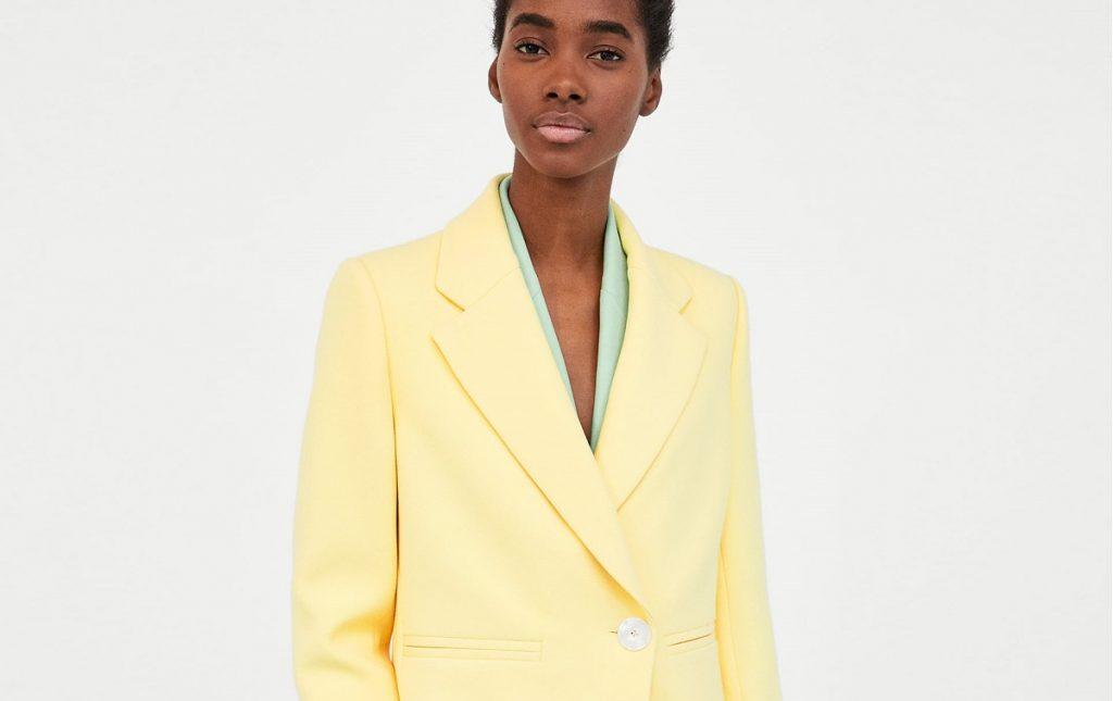 Żółty płaszcz to hit wiosny (fot. zara)