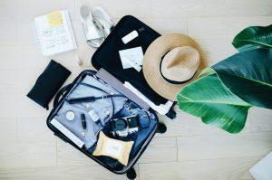 Walizki, czyli niezbędnik każdego podróżnika - jaką wybrać (fot. unsplash)