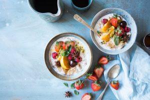 """Zdrowa żywność - jak nie wpaść w pułapkę """"fit"""" produktów (fot. unsplash)"""