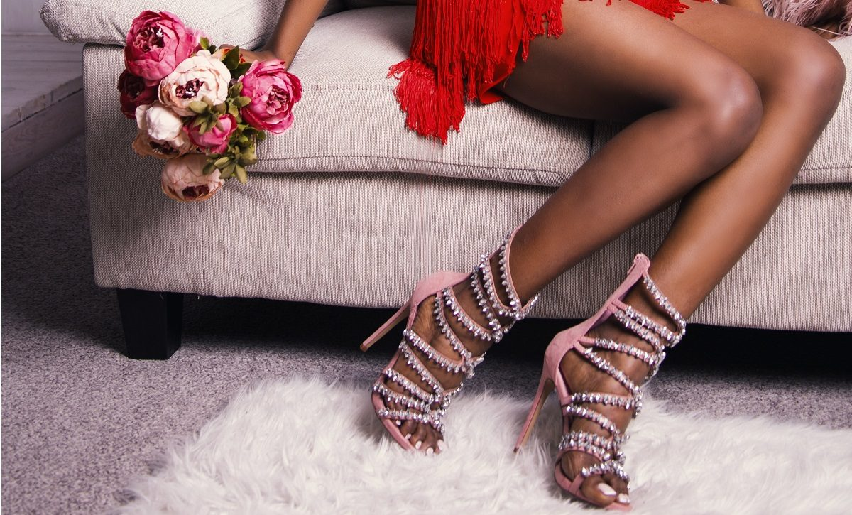 Różowe szpilki – na co dzień i na wieczór. Z czym nosić?