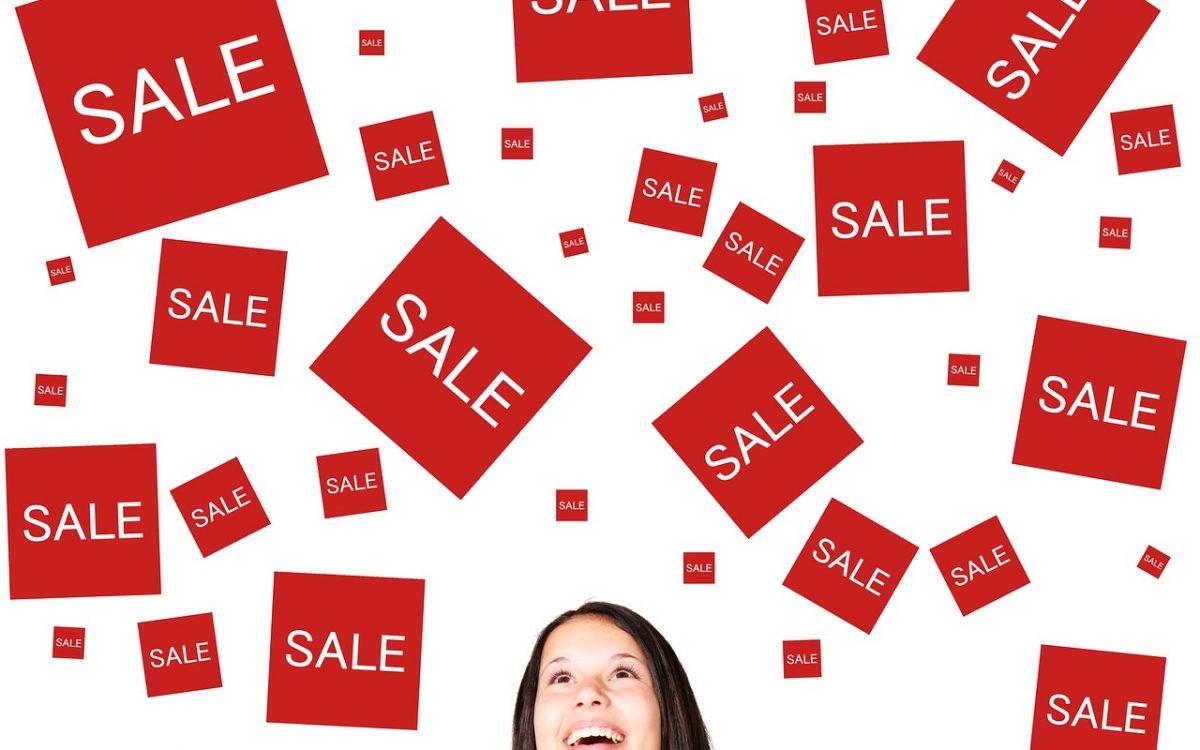 Tanie ubrania i akcesoria: gdzie ich szukać i jak kupować?