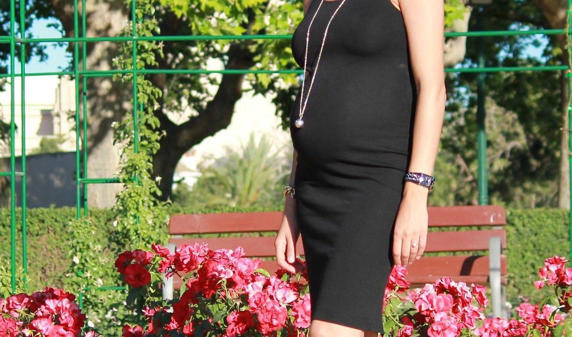 Sukienki ciążowe (fot. pixabay)