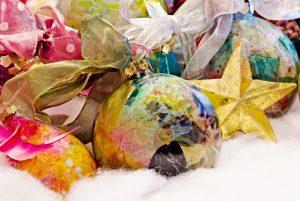 Bombki decoupage - piękne i proste inspiracje (fot. fotolia.pl)