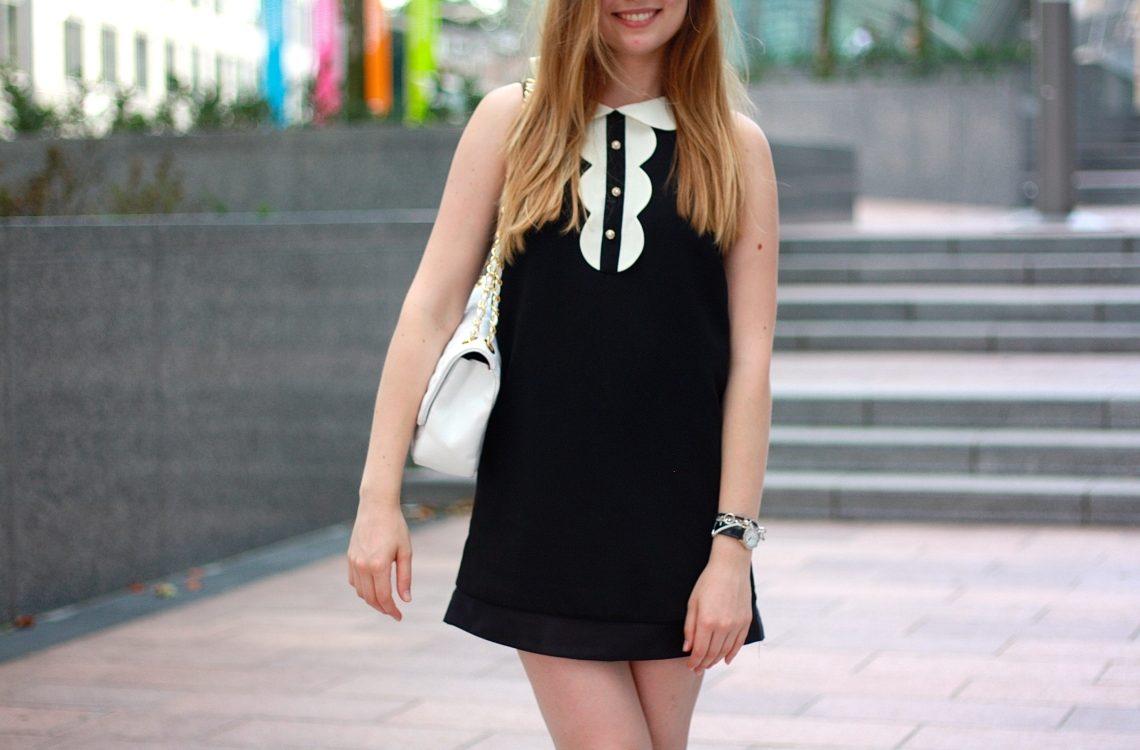 sukienka z białym kołnierzykiem