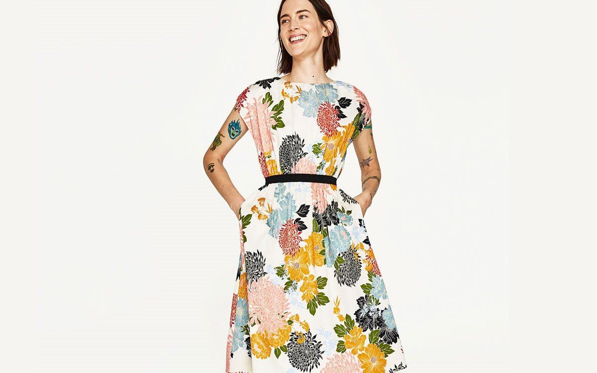 Rozkloszowana sukienka – uniwersalny fason dla każdej z nas