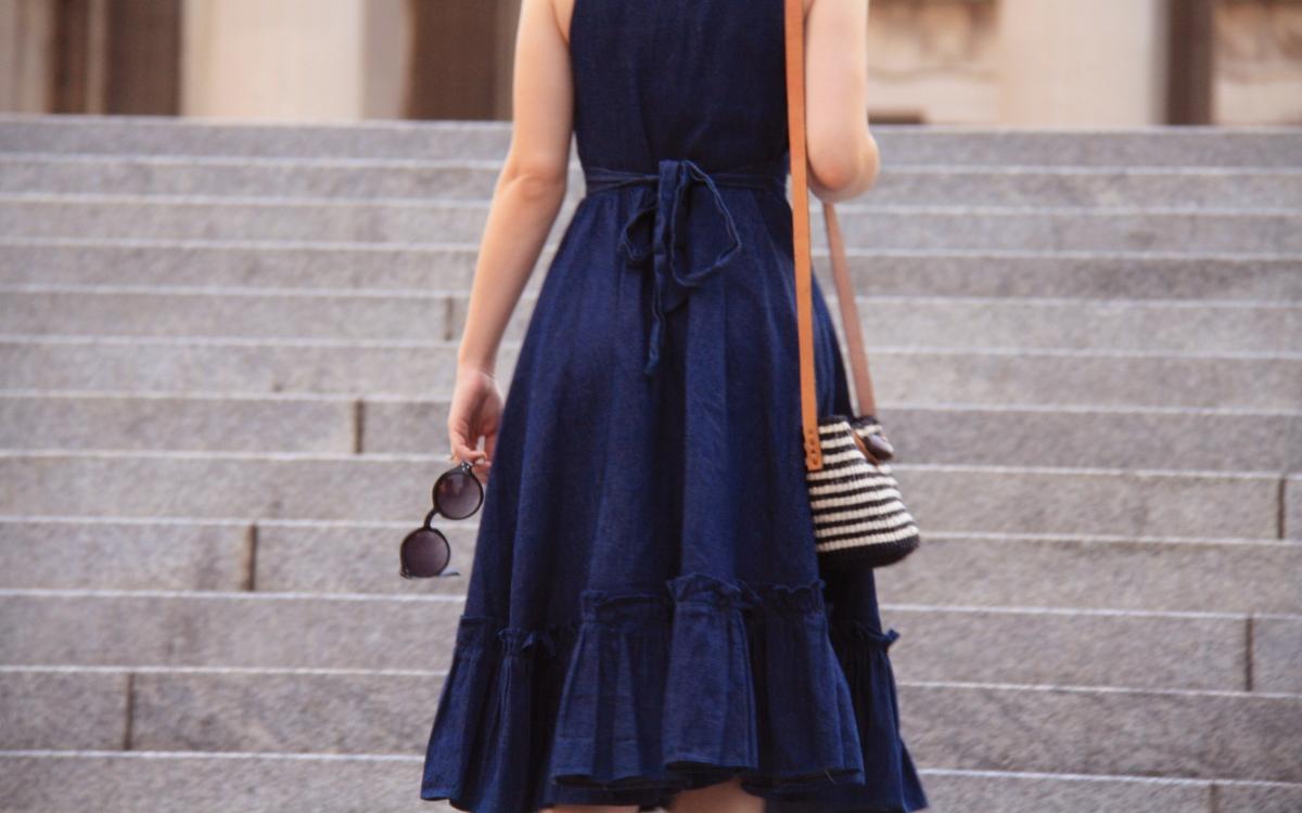 Sukienka jeansowa: sportowa, elegancka i w stylu casual