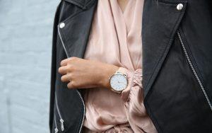 Jak nosić zegarek? (fot. pexels.com)