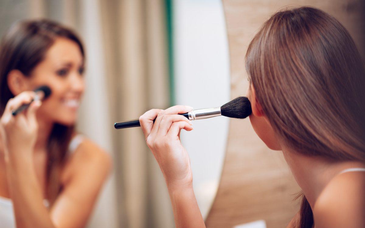 Szybki makijaż – bądź do wyjścia gotowa w 5 minut!