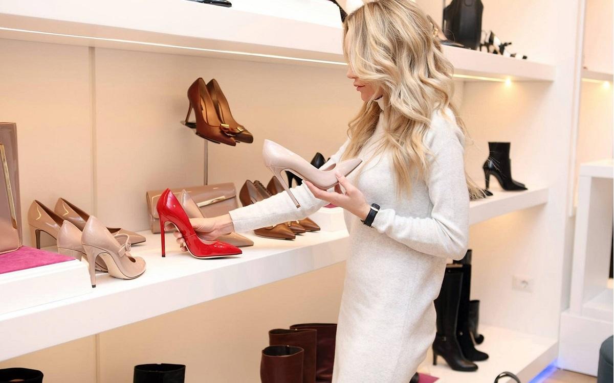 Jakie buty warto mieć? (fot. pexels)