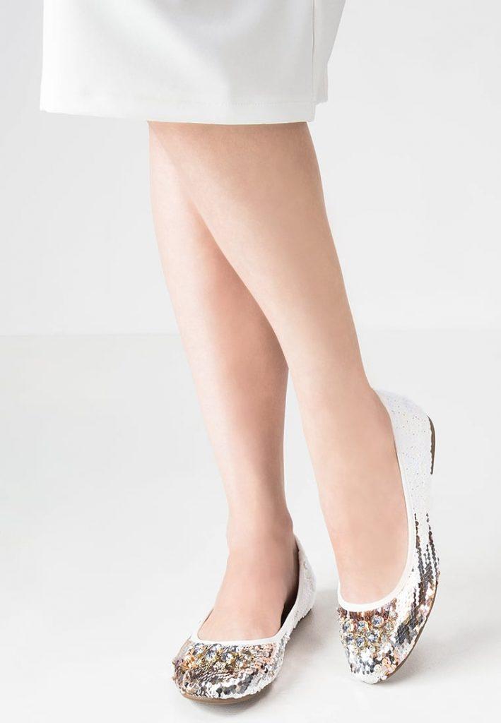 Tanie baleriny Tamaris (fot. zalando)
