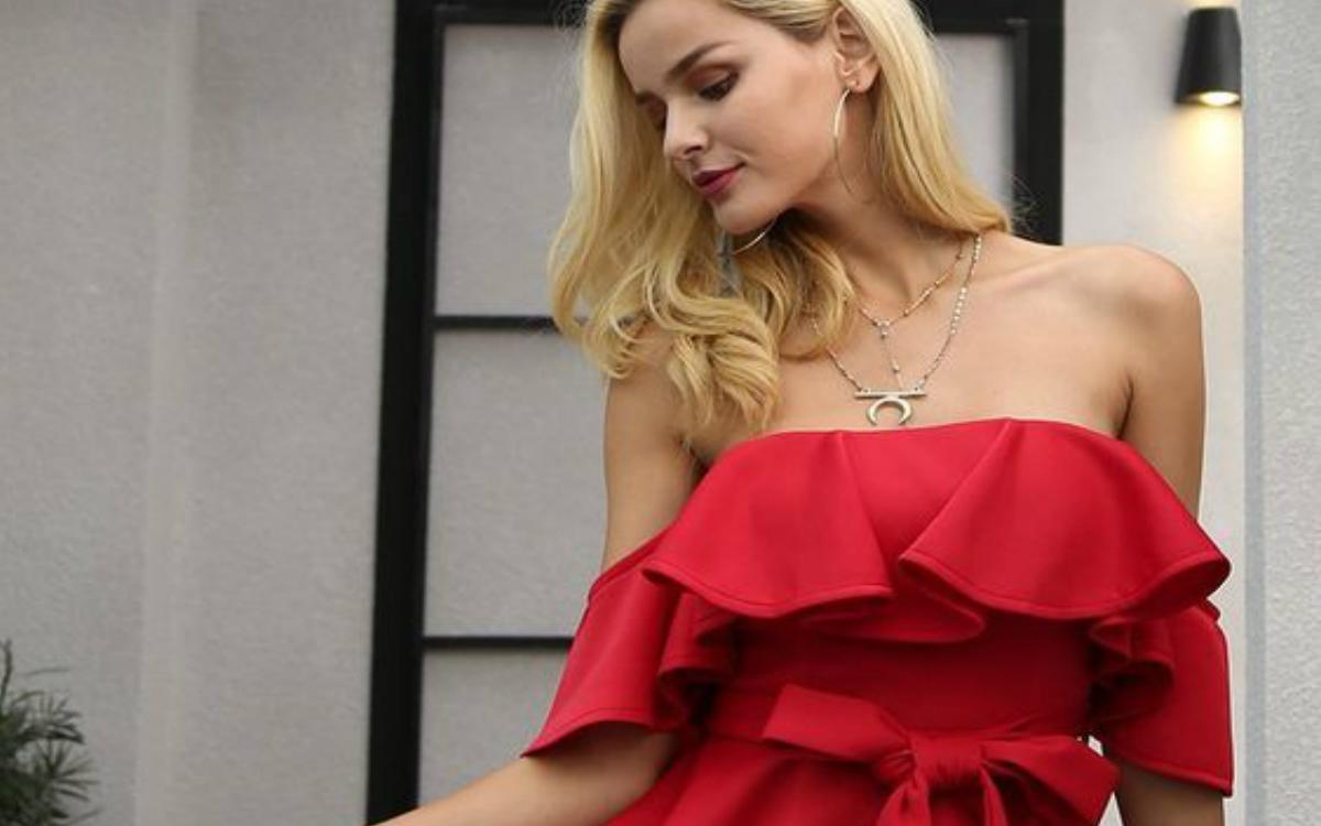 Sukienka hiszpanka – odsłonięte ramiona to hit!