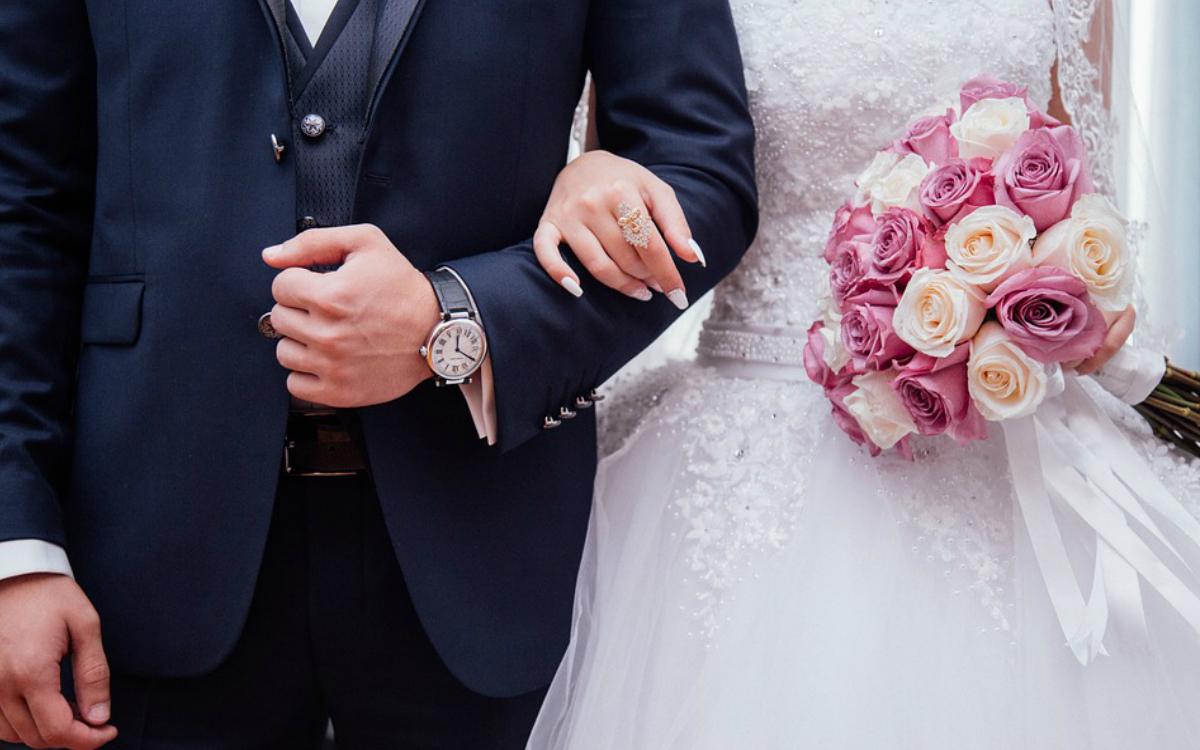 Prezent na rocznicę ślubu – komu i co możemy kupić?